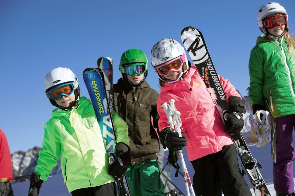 Skihelm kopen of huren? Kinderen kunnen jaren vooruit met verstelbare helm!elbare helm!