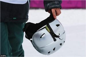 kapotte skihelm olympische snowboardster